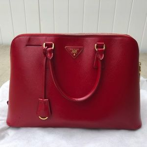 Saffiano Promenade Large Red Calfskin Leather